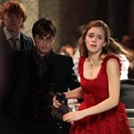 Emma Watson, Daniel Radcliffe, and Rupert Grint shoot Harry Potter and the Deathly Hallows in Piccadilly Circus 37246