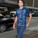 Adrian Grenier wears cuffed rolled jeans in New York 24007