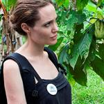 Angelina Jolie meets with Plinio in the Providencia community in Ecuador 112028
