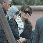 Angelina Jolie with a twin in the snow in Paris  73983