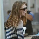 Anne Hathaway leaves LA for London after Oscars  80742