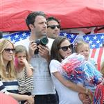 Ben Affleck and Jennifer Garner watch a 4th of July parade with their daughters 119737
