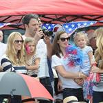 Ben Affleck and Jennifer Garner watch a 4th of July parade with their daughters 119738