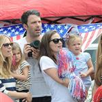 Ben Affleck and Jennifer Garner watch a 4th of July parade with their daughters 119744