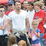 Ben Affleck and Jennifer Garner watch a 4th of July parade with their daughters 119745
