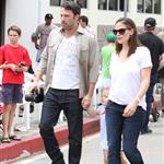 Ben Affleck and Jennifer Garner watch a 4th of July parade with their daughters 119752