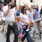 Ben Affleck and Jennifer Garner watch a 4th of July parade with their daughters 119756