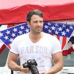Ben Affleck and Jennifer Garner watch a 4th of July parade with their daughters 119762