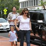 Ben Affleck and Jennifer Garner watch a 4th of July parade with their daughters 119771