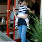 Ben Affleck and Jennifer Garner with Violet at the diner 21538