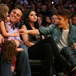 Justin Bieber Selena Gomez at the Los Angeles Lakers game 111570