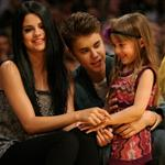 Justin Bieber Selena Gomez at the Los Angeles Lakers game 111574