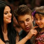 Justin Bieber Selena Gomez at the Los Angeles Lakers game 111576