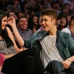 Justin Bieber Selena Gomez at the Los Angeles Lakers game 111579
