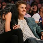 Justin Bieber Selena Gomez at the Los Angeles Lakers game 111586