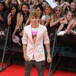 Justin Bieber and Selena Gomez at MMVAs 2011  87886