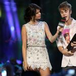 Justin Bieber and Selena Gomez at MMVAs 2011  87896