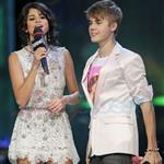 Justin Bieber and Selena Gomez at MMVAs 2011  87897