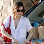 Rachel Bilson shows off engagement ring while shopping for groceries 33694