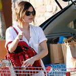 Rachel Bilson shows off engagement ring while shopping for groceries 33690
