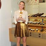 Blake Lively bakes cupcakes at the Sprinkles store in NYC 100794