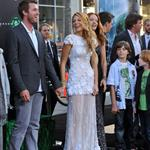 Blake Lively brings her family at Green Lantern premiere  87690