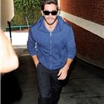 Jake Gyllenhaal visits medical building  72292