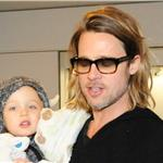 Brad Pitt and Angelina Jolie leave Japan with the children  98166