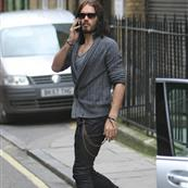 Russell Brand not wearing wedding ring in London after not spending holidays with Katy Perry  101487