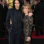 Russell Brand brings mother to Oscars 2011  80407