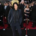 Russell Brand brings mother to Oscars 2011  80410
