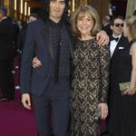 Russell Brand brings mother to Oscars 2011  80414
