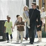 Brad Pitt Angelina Jolie with their 6 children in New Orleans going to the corner store  81718