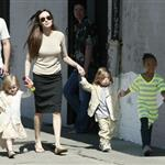 Brad Pitt Angelina Jolie with their 6 children in New Orleans going to the corner store  81722