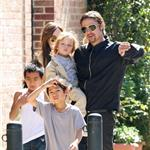 Brad Pitt Angelina Jolie with their 6 children in New Orleans going to the corner store  81738
