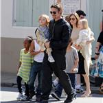 Brad Pitt Angelina Jolie with their 6 children in New Orleans going to the corner store  81740