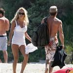Pamela Anderson enjoys Memorial Day at the beach  39805