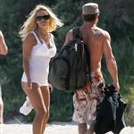 Pamela Anderson enjoys Memorial Day at the beach  39806