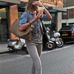 Cameron Diaz goes for iced coffee in London  84842