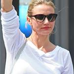 Cameron Diaz hails a cab in New York 118040