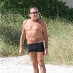 Roberto Cavalli in Miami with his girlfriend and big shorts 73354