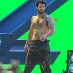 Henry Cavill shirtless shooting Superman with green screen in Vancouver  97119