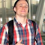 Charlie Hunnam catches a flight in Toronto 111719