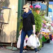 Charlize Theron goes grocery shopping in February 108864