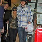 Christina Aguilera and her boyfriend get takeout food to feed her Toe 76108