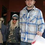 Christina Aguilera and her boyfriend get takeout food to feed her Toe 76111