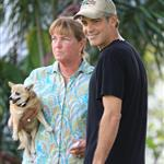 George Clooney in Hawaii charming dogs and ladies  57174