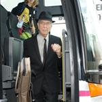 Leonard Cohen arrives in Berlin 42319