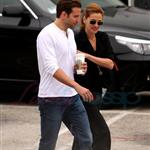 Julia Roberts and Bradley Cooper on the set of Valentine's Day  42512