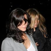 Jennifer Aniston and Courteney Cox reunite for Fleetwood Mac 40071